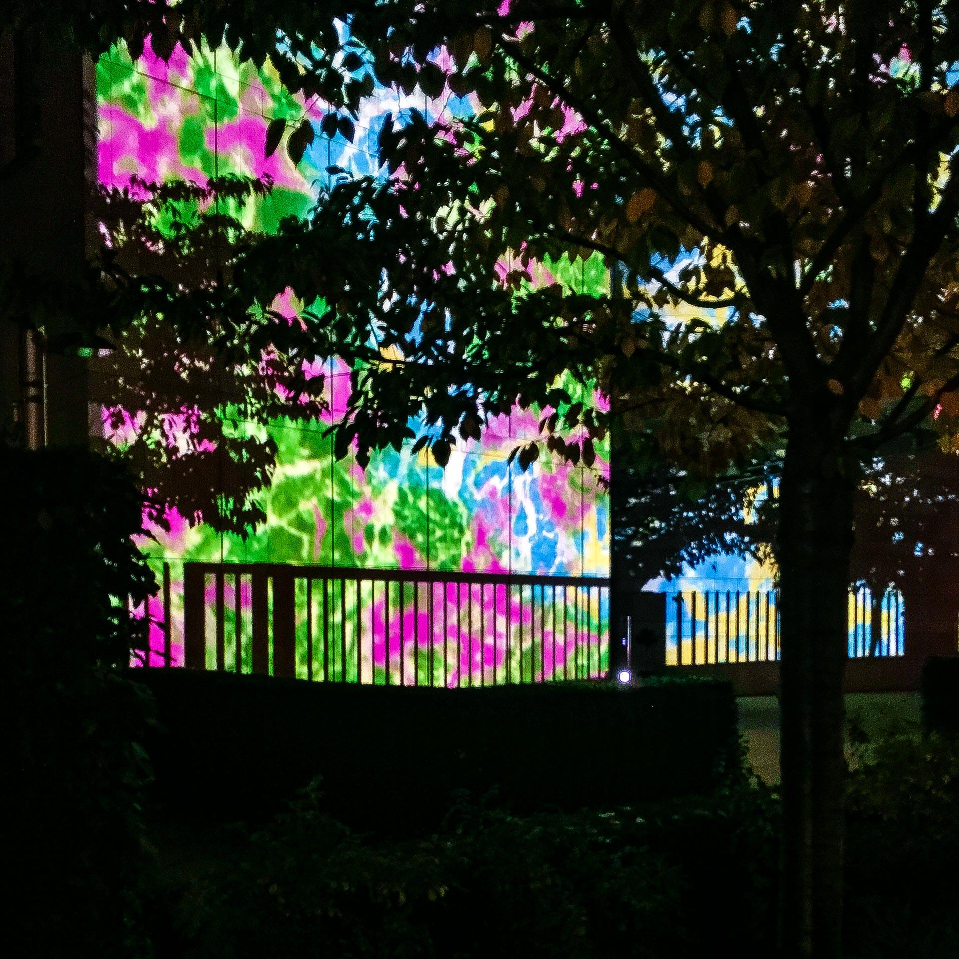 Festival of Lights 2017: Botschaft der Republik Singapur hinter Bäumen