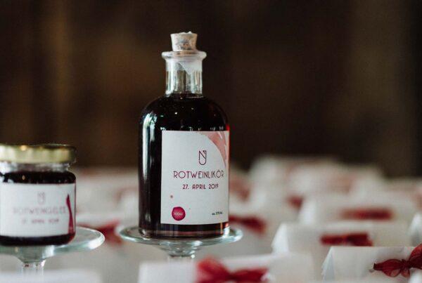 Rezept für Rotweinlikör – das perfekte Gastgeschenk auf Deiner Hochzeit
